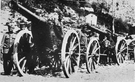 Bateria-e-artilerisë-serbe-drejt-qytetit-të-Shkodrës-në-ndihmë-të-malazezëve-në-Rrethimin-e-Shkodrës-në-1913.