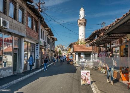 Pazari i Ri (Novi Pazar), Serbi